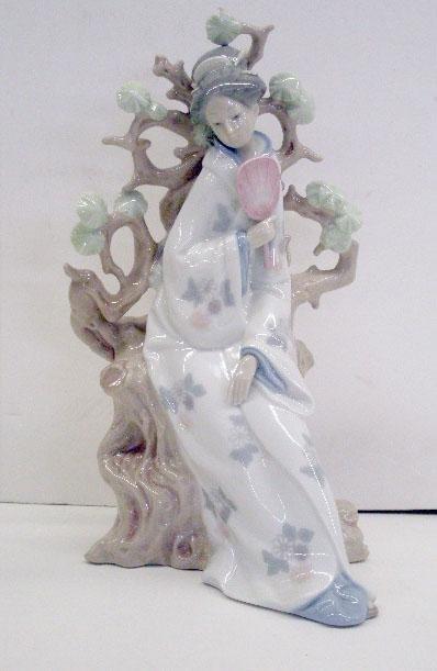 2017: Lladro Porcelain Geisha Figure