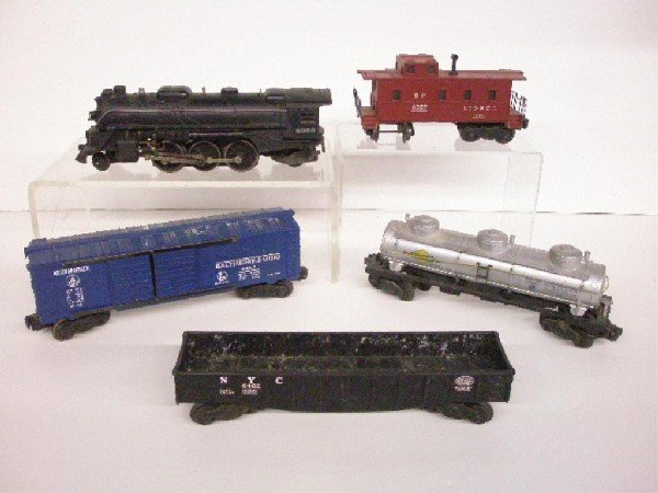 1013: Post War Lionel Train Set