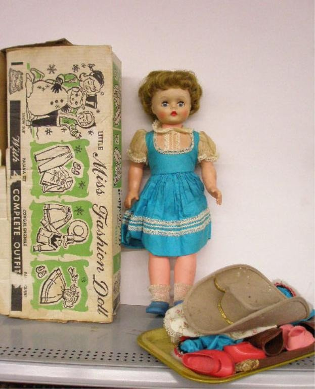 4: 1950's Deluxe Reading Little Miss Fashion Doll