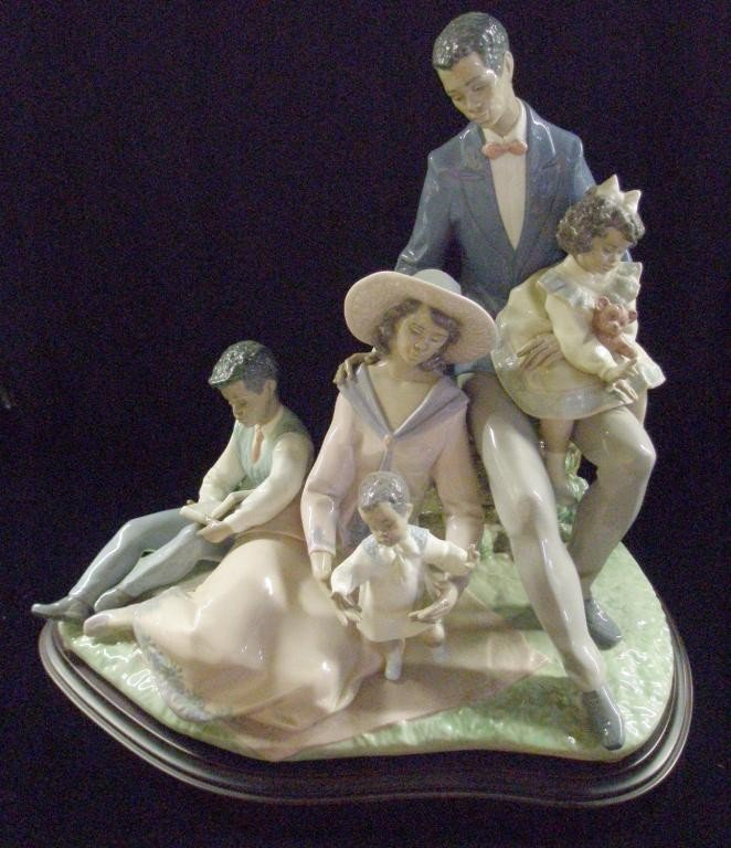 1: Lladro A Family of Love Figure