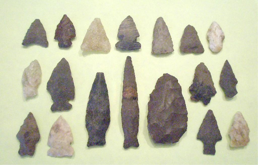 1006: 18 American Indian Projectile Points & Blades