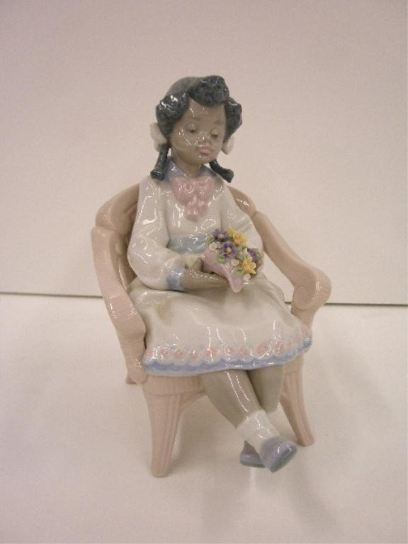 2012: Lladro Sitting Pretty Figure