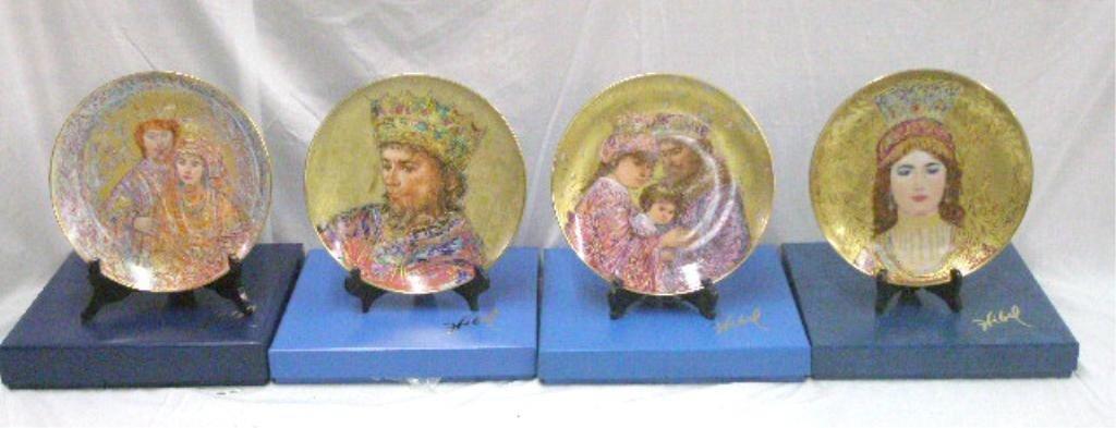 2062: Hibel Studio Porcelain Collectors Plates