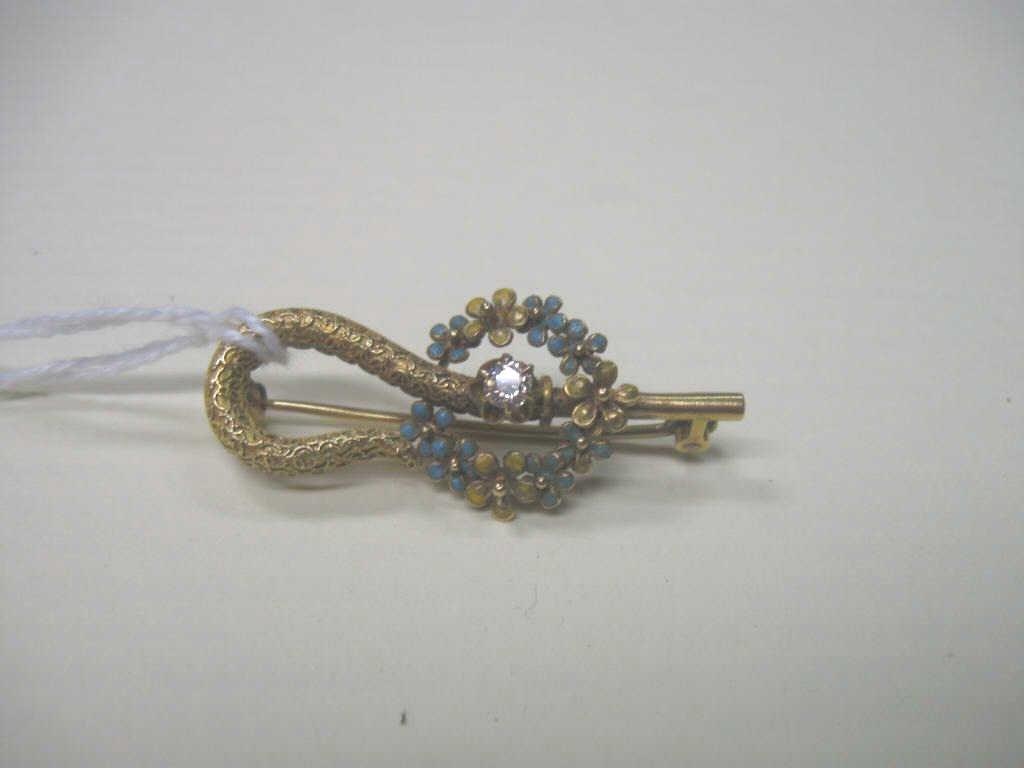 2233: 14k YG & Diamond Pin