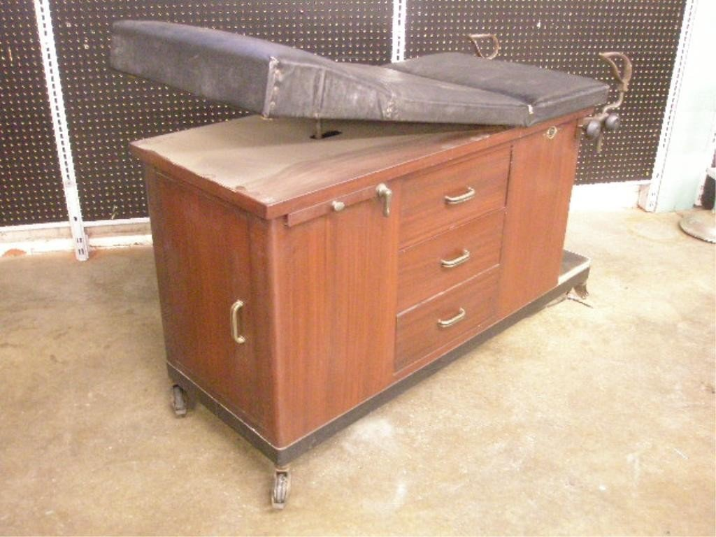 1021: Vintage Medical Exam Table - 3