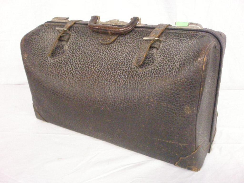 1032: Vintage Physician's Visitation Case