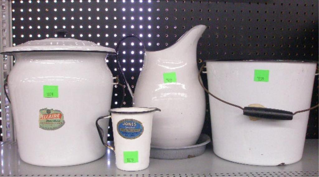 1039: Vintage enamelware items