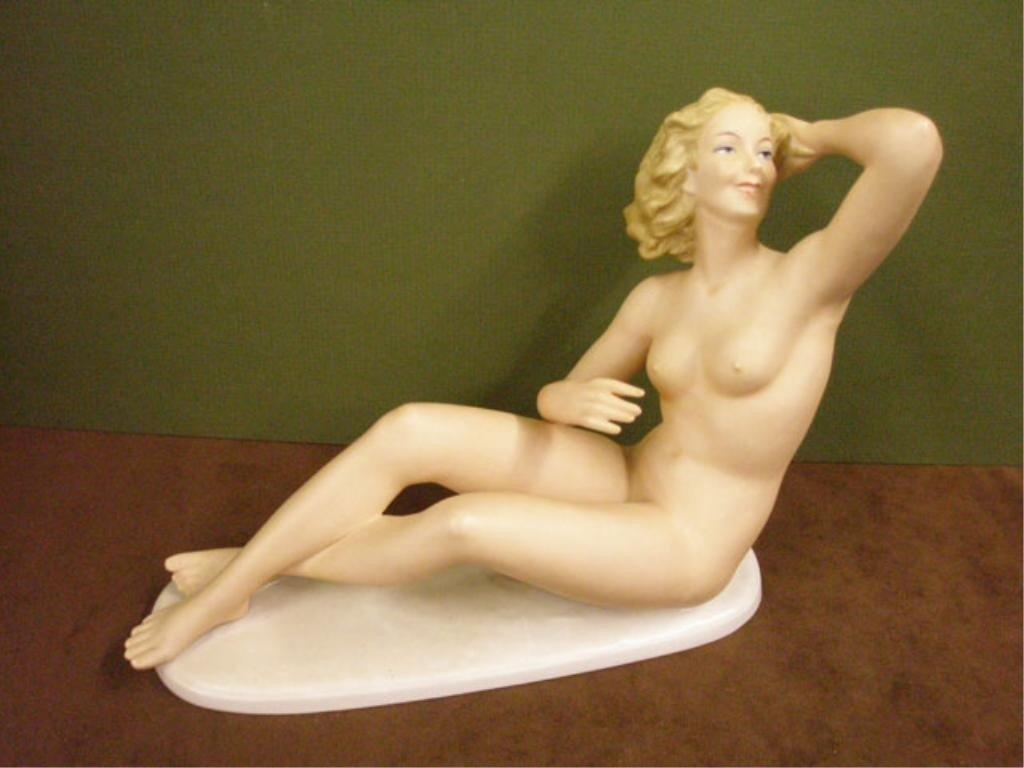 2030: VEB German Porcelain Nude Female Figure