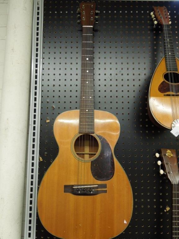 329: Martin 6-String Acoustic Guitar w/Case