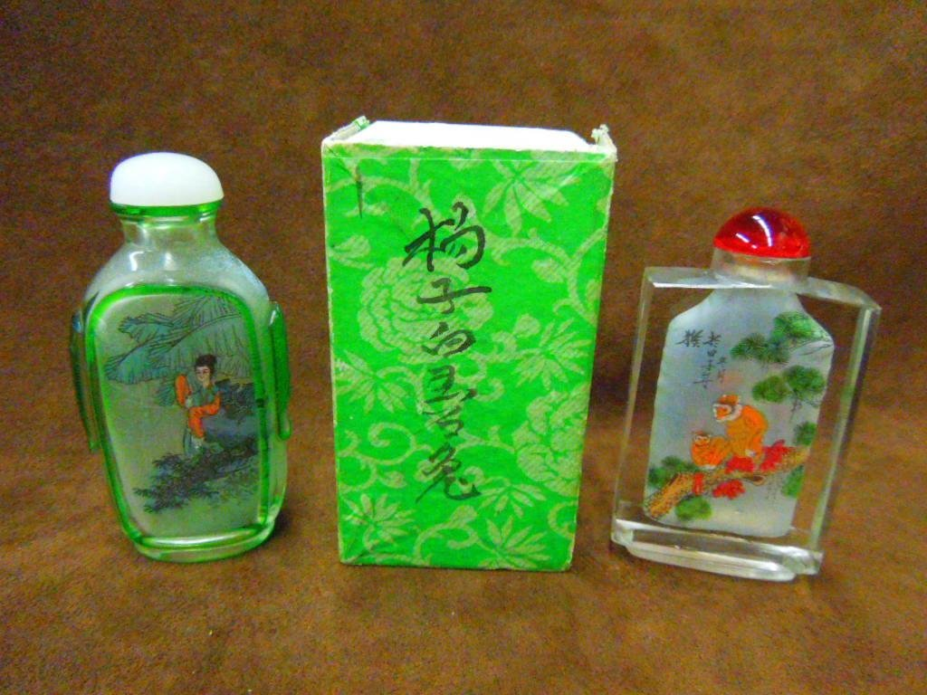 1021: Two Chinese Snuff Bottle