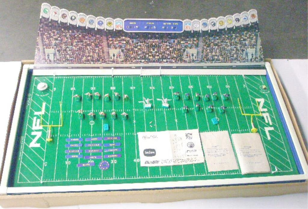 368: 1960's Tudor NFL Electric Football Game - 2