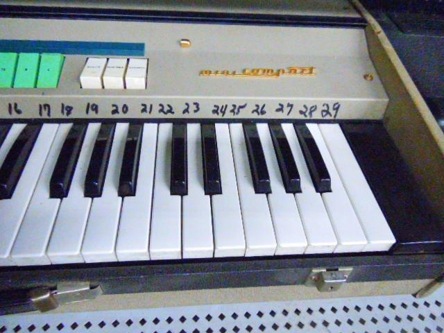 Farfisa Mini Compact Organ - 4