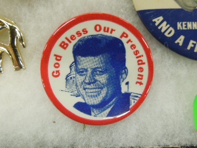 1960 Nixon / Kennedy Campaign Buttons - 4