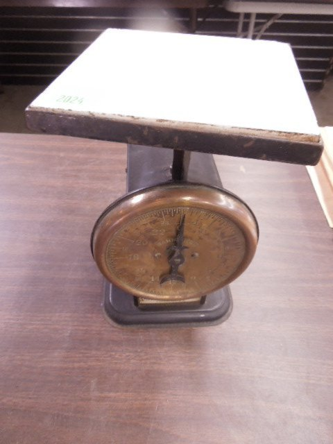 Vintage table top scale