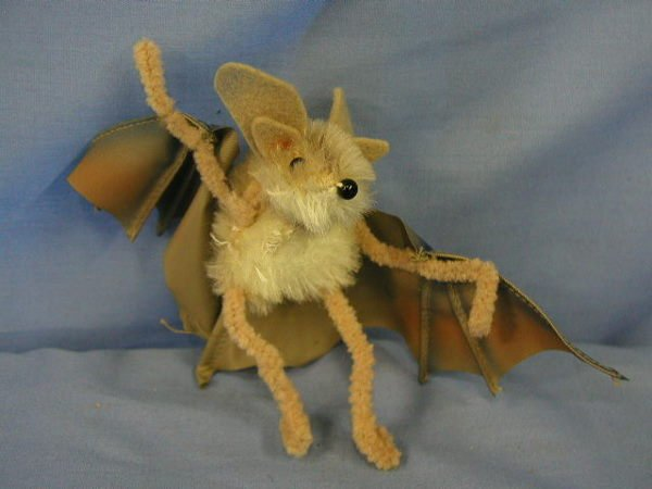 "1007: Steiff animal, bat ""Eric"""