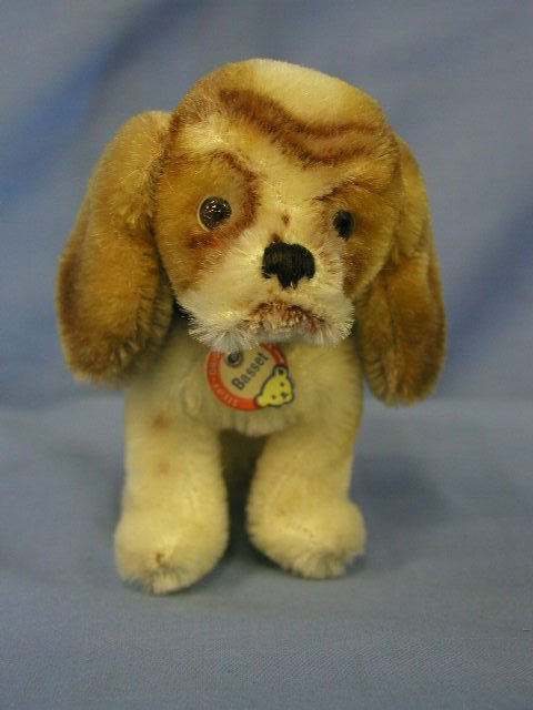 "1013: Pr. Steiff animals, dogs ""Bassett"""