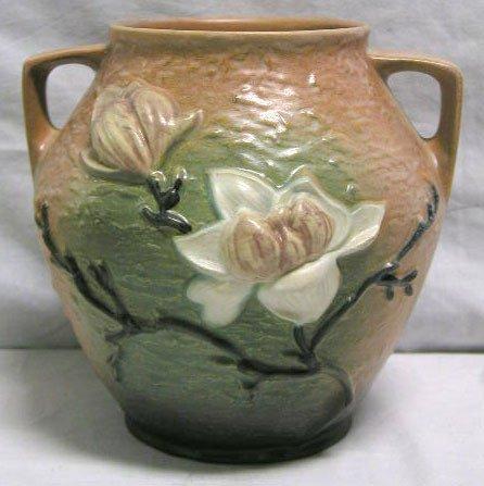 "4012: Roseville pottery vase ""Magnolia"""