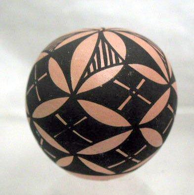 4018: Amer. Indian pottery sphere form trinket