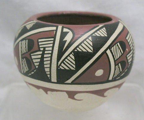 4022: Amer. Indian pottery vase