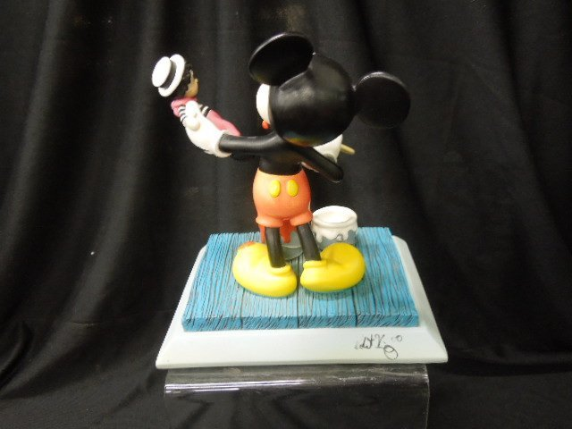 2000 Disneyana Small World Figurine - 3