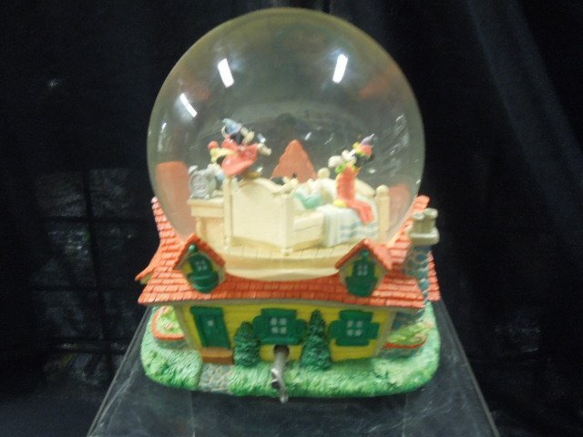 Disney MM Musical Snowglobe - 2