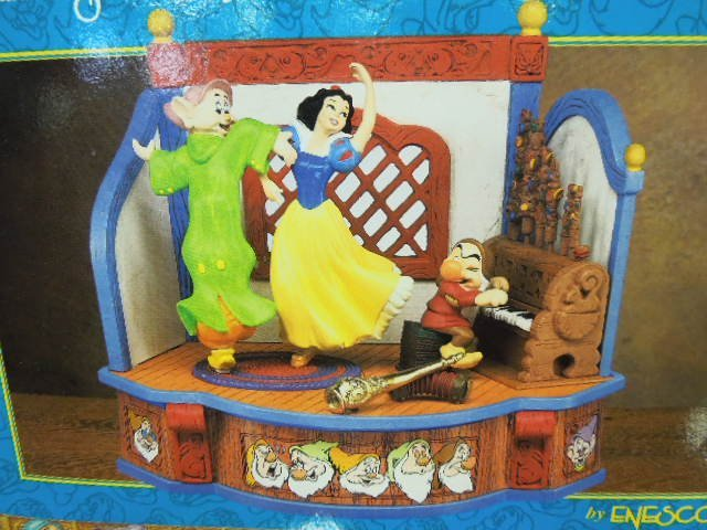 Enesco Snow White & The 7 Dwarfs Musical