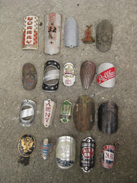 Lot of 20 headbadges