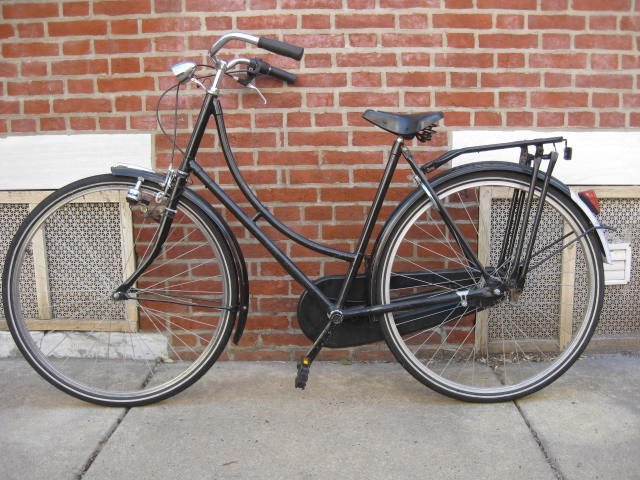 Ladies frame Dutch style bicycle. - 2