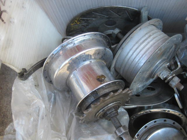 Lot of various drum brake hubs - 3