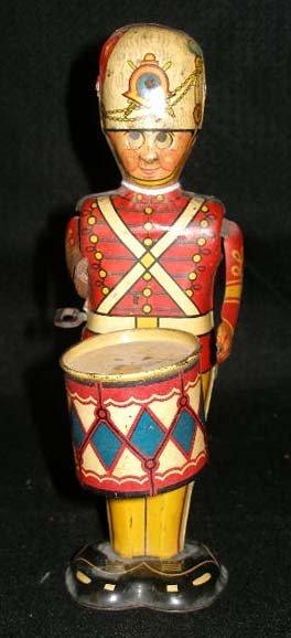 1011: Wind up toy soldier drummer