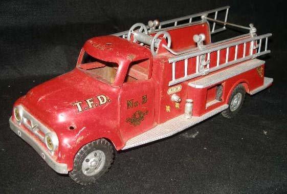 1016: Vintage Tonka Toy Fire Engine
