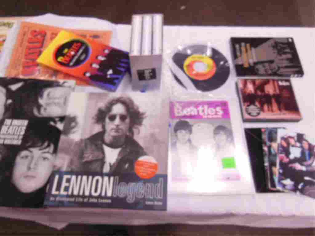 Lot Beatles Collectibles