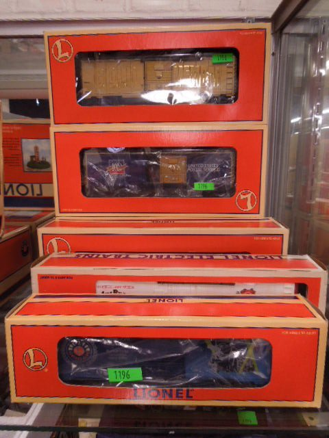 6 Lionel Modern Era Train Cars