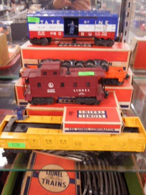 4 Lionel Train Cars