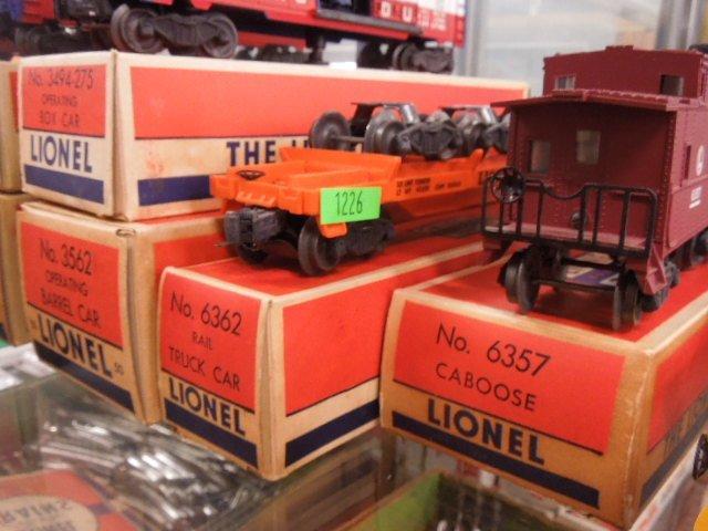 4 Lionel Train Cars - 4