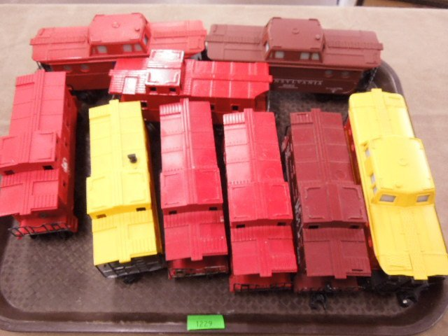 8 Lionel Plastic Caboose