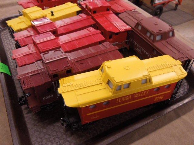 8 Lionel Plastic Caboose - 3