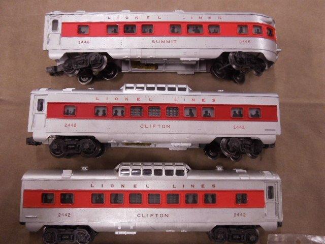 4 Lionel Post War Train Cars - 4