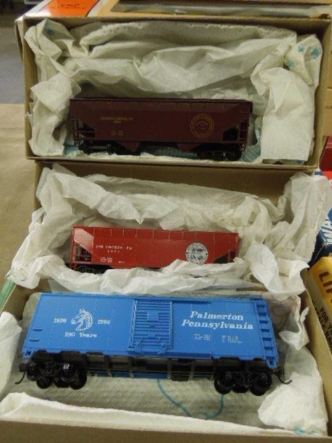 Assorted H-O Train Model Kits & Cars - 3