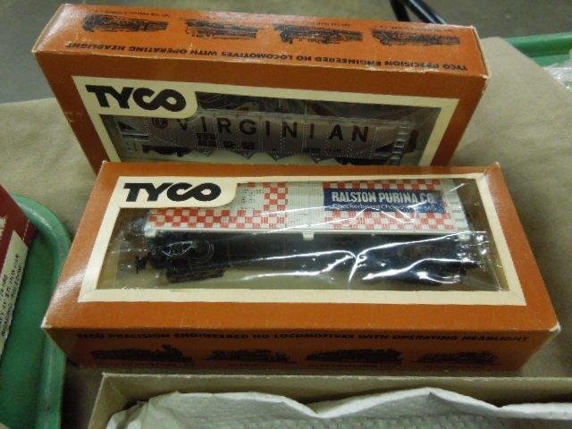 Assorted H-O Train Model Kits & Cars - 6