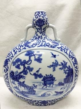 CHINESE PORCELAIN BLUE AND WHITE FLATTEN MOONFLASK VASE