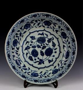 CHINESE PORCELAIN BLUE AND WHITE FLOWER CHARGER
