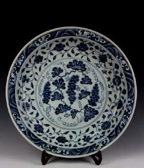 CHINESE PORCELAIN BLUE AND WHITE GRAPE CHARGER