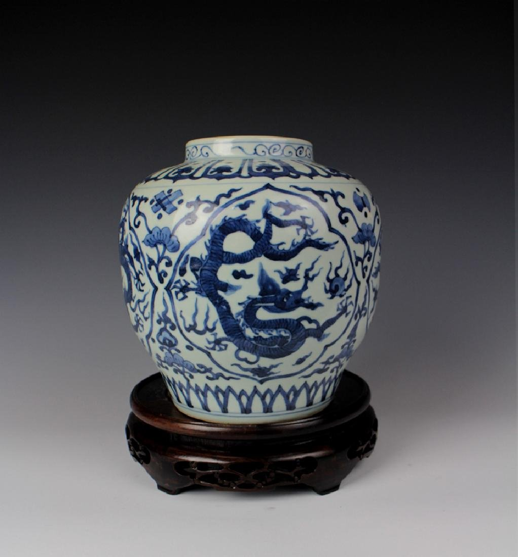 CHINESE PORCELAIN BLUE AND WHITE DRAGON JAR