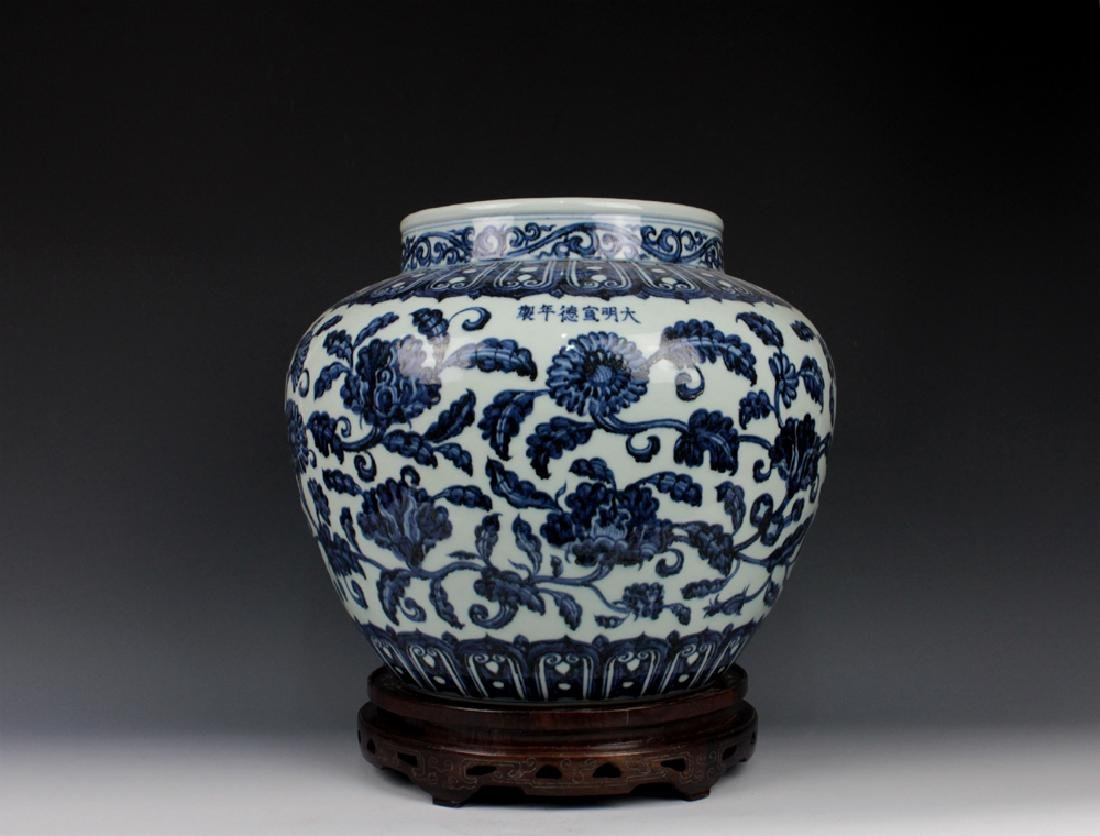 CHINESE PORCELAIN BLUE AND WHITE FLOWER JAR
