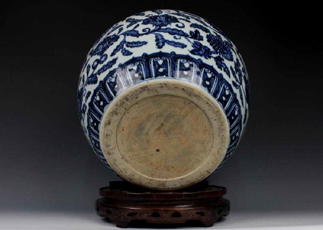 CHINESE PORCELAIN BLUE AND WHITE FLOWER JAR - 4