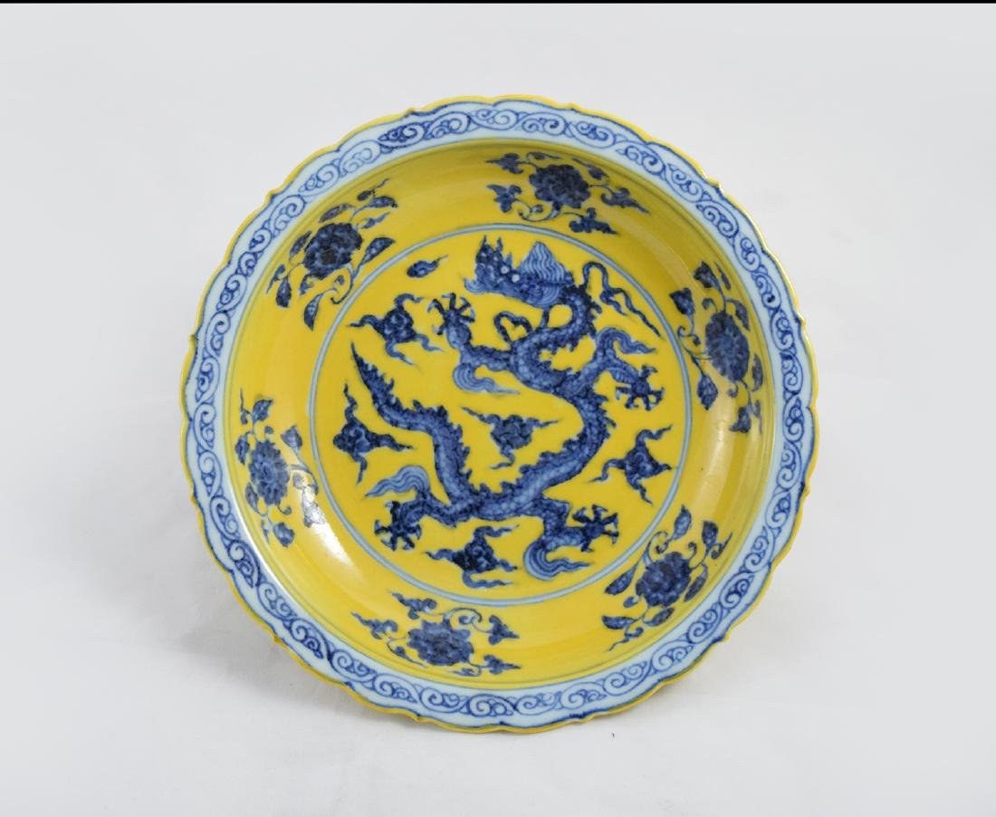 CHINESE PORCELAIN YELLOW GLAZE BLUE AND WHITE DRAGON