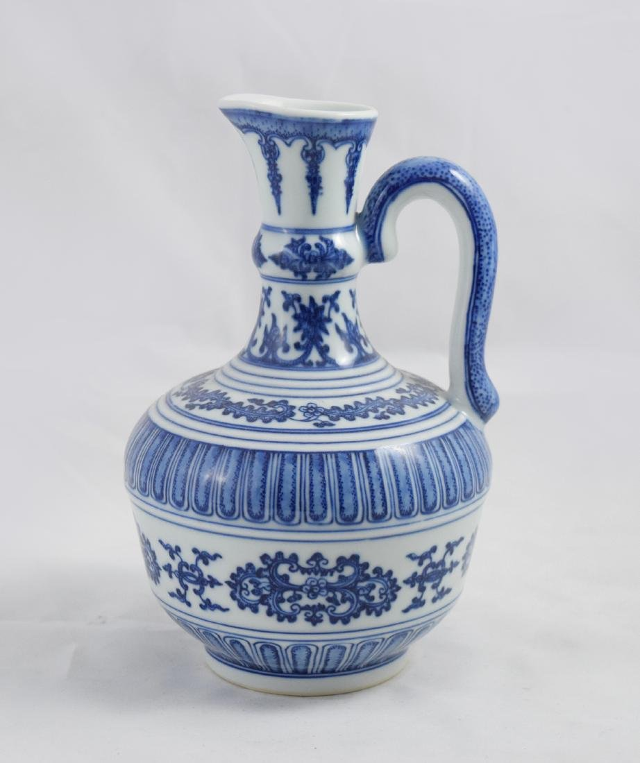 CHINESE PORCELAIN BLUE AND WHITE FLOWER KETTLE