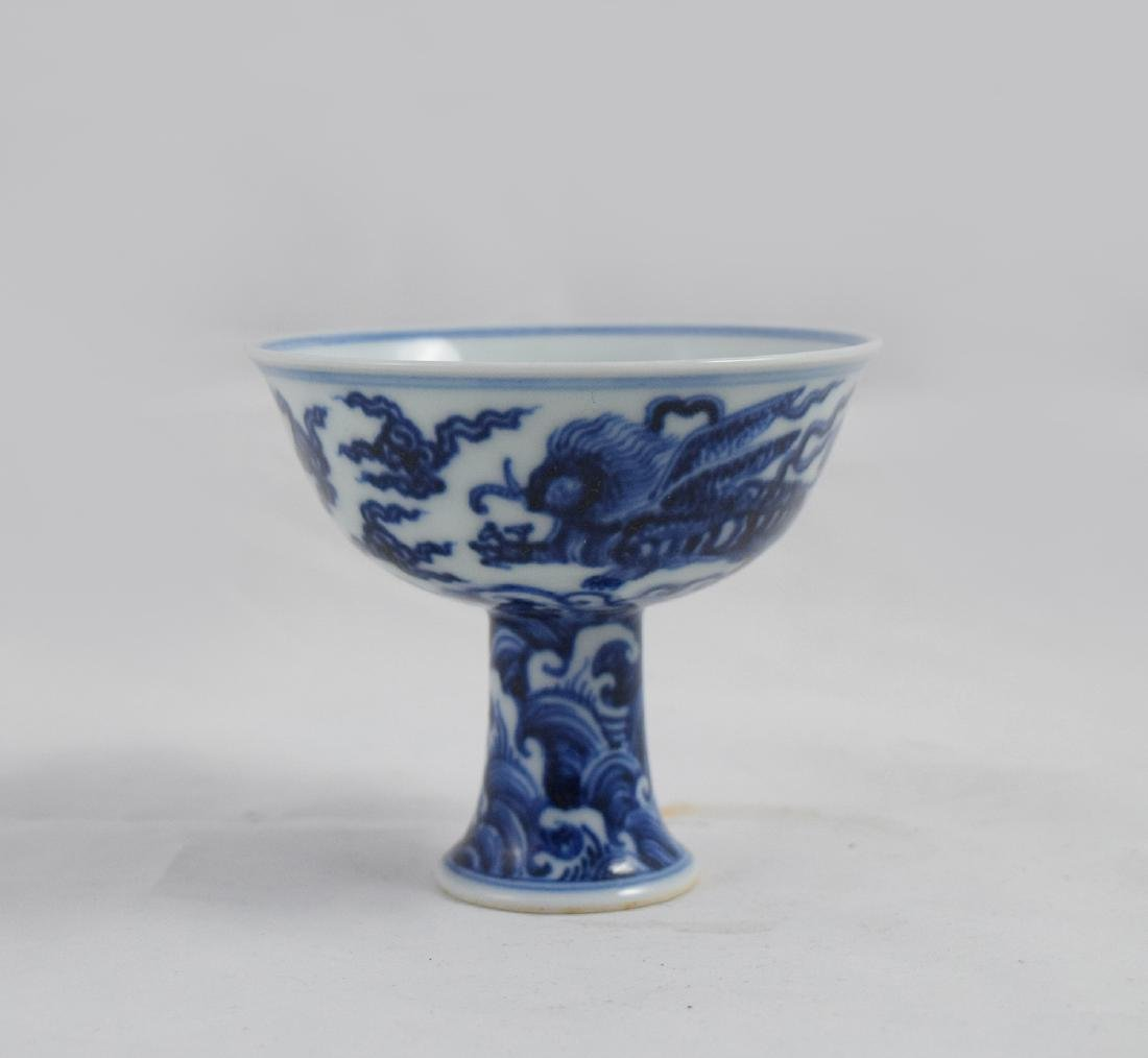 CHINESE PORCELAIN BLUE AND WHITE BEAST STEM CUP