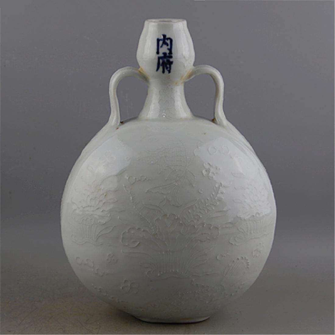 CHINESE PORCELAIN WHITE GLAZE FISH AND WEED MOONFLASK